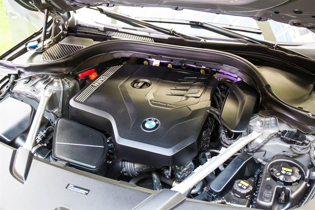 動力搭載2.0升直四引擎,並導入48V MHEV系統,同時增進經濟性與行使舒適性。