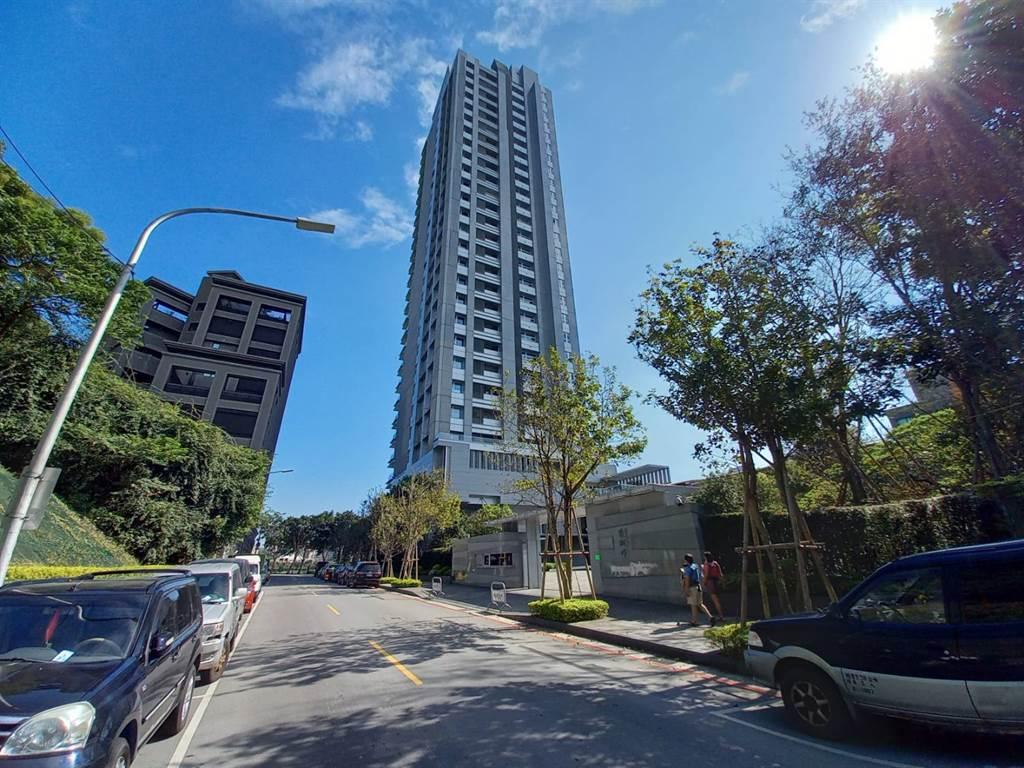 「碧湖畔」為內湖第一豪宅,最新交易24樓戶總價1.9億元,每坪單價139.7萬。(全國不動產內湖捷運店提供)