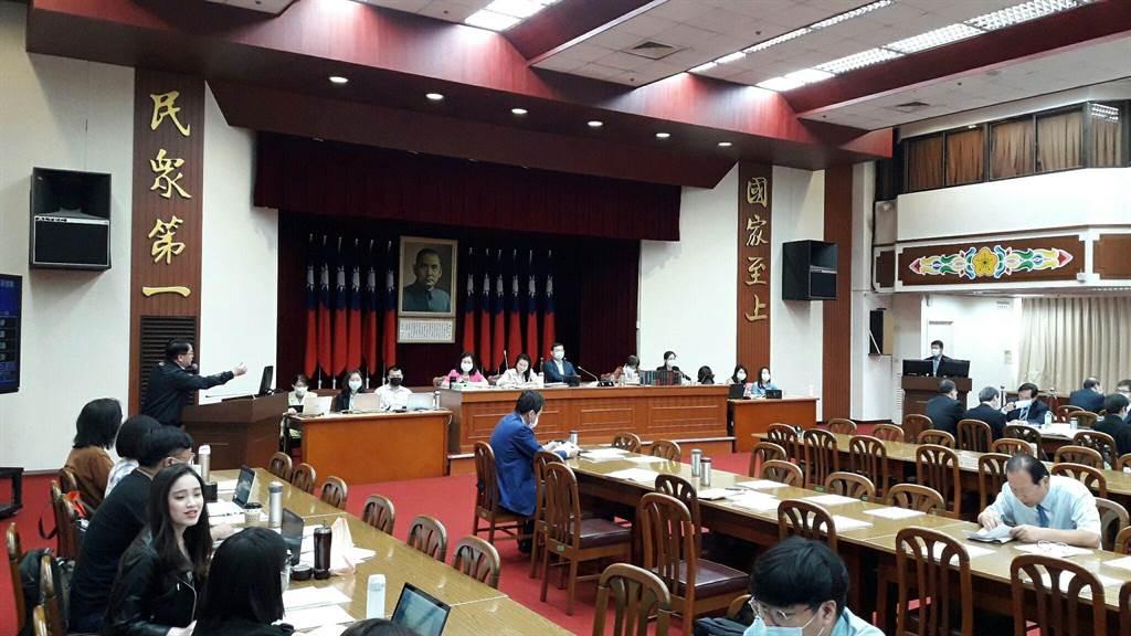 國防部副部長張哲平、中科院副院長羅意中今赴立院報告對美軍購案。(朱真楷攝)