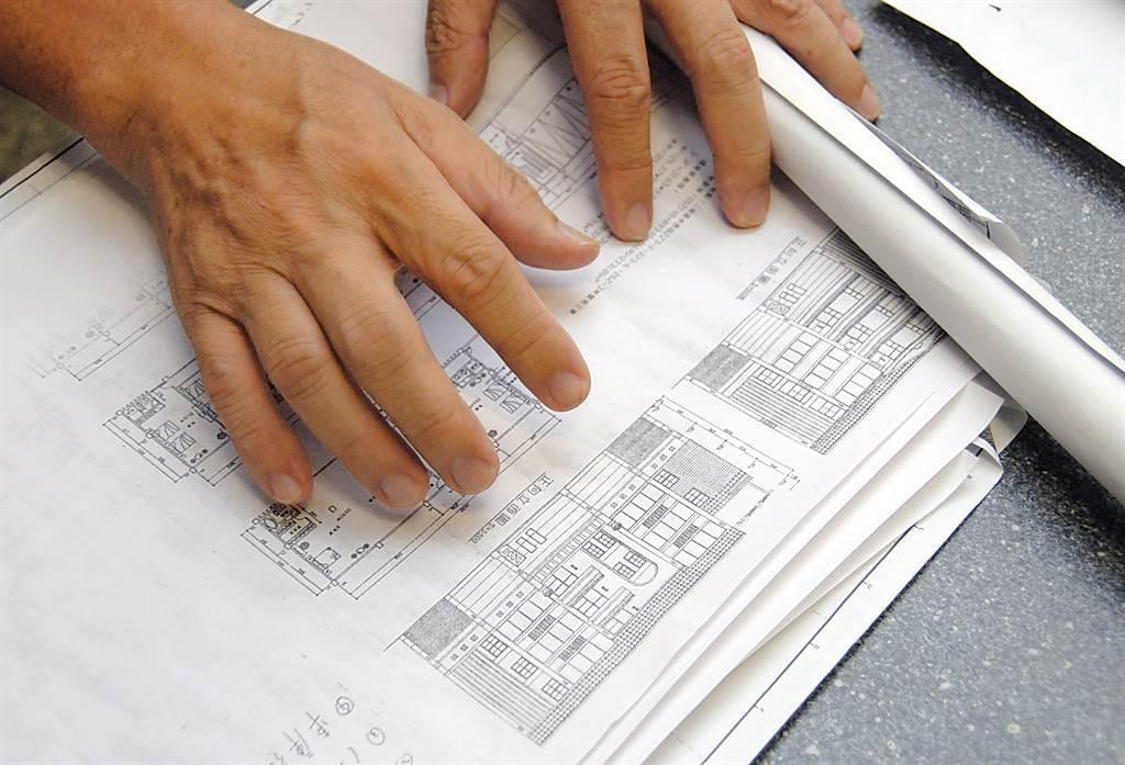 2007年間,李姓退休醫生買下洪宅,在當時曾預計改建成度假村,預計規劃成4層樓、共12間雙人套房的住宿區。(中時資料照,圖/焦正德攝)