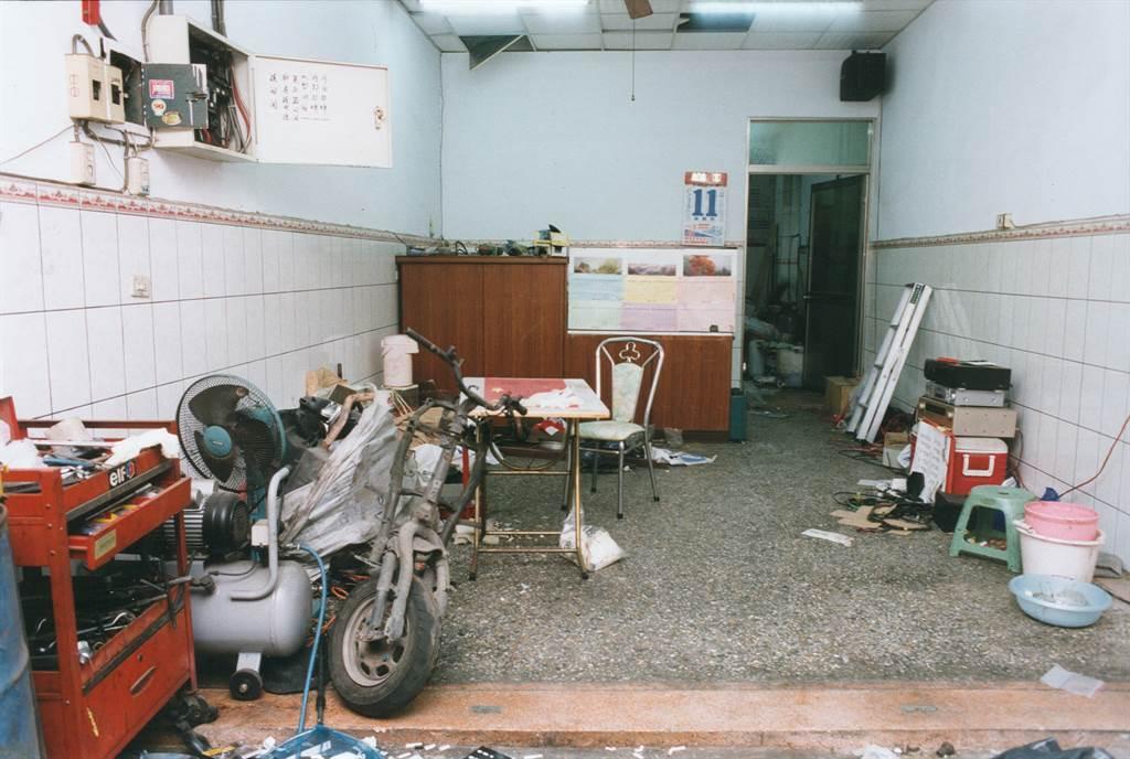 2004年台中龍井鄉女保險員命案,嫌犯陳金火犯案的機車行。(中時資料照,圖/程俊華攝)