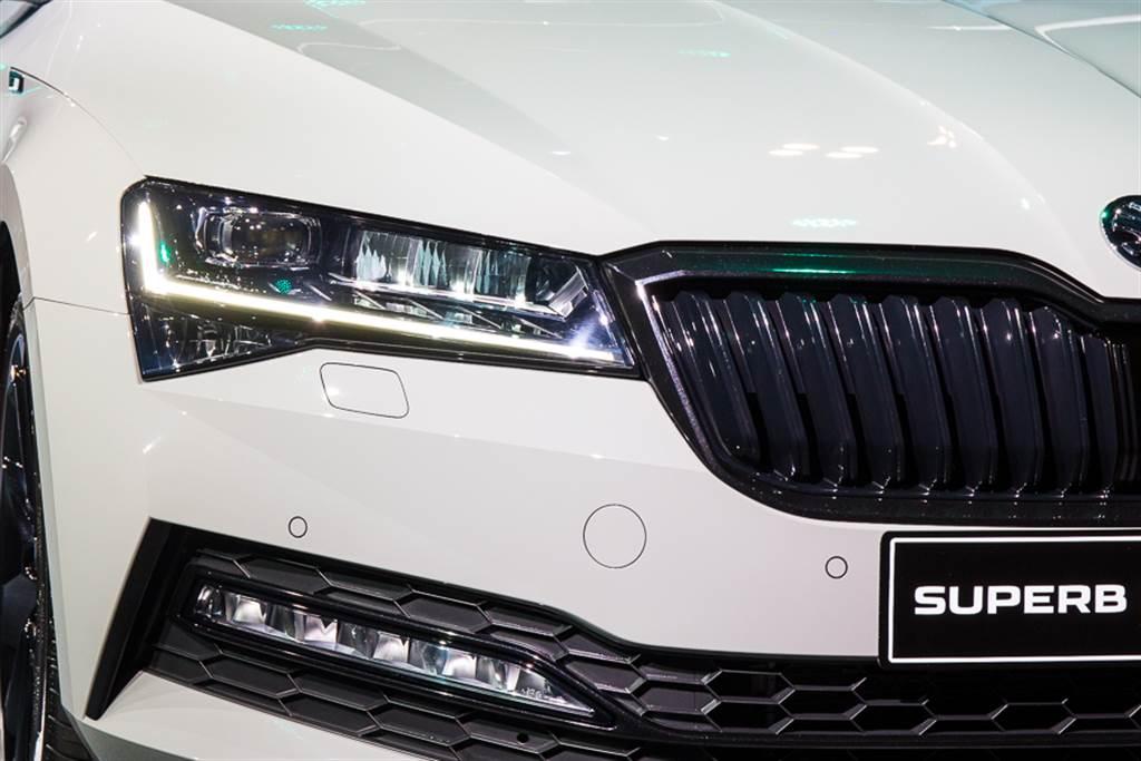 年底前購買Superb都可享有最新科技的Matrix LED頭燈。
