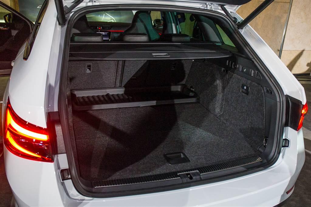 旅行車型行李廂空間達到660升,並首次搭載體感電動啓閉尾門。