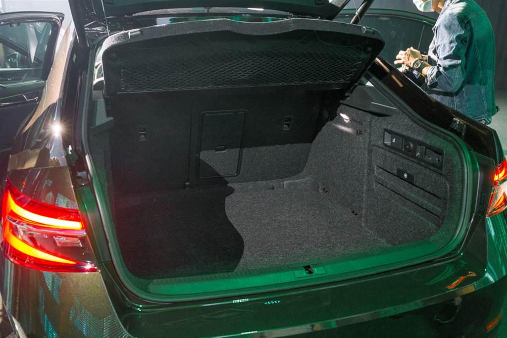 房車車型之行李廂容積亦有625升,採用Fastback開啟的尾門使其置物便利性大增。