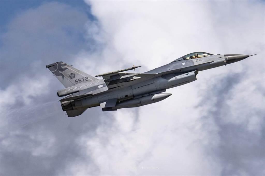 花蓮F-16失事光點消失處有密雲。(圖/王姓航迷提供)