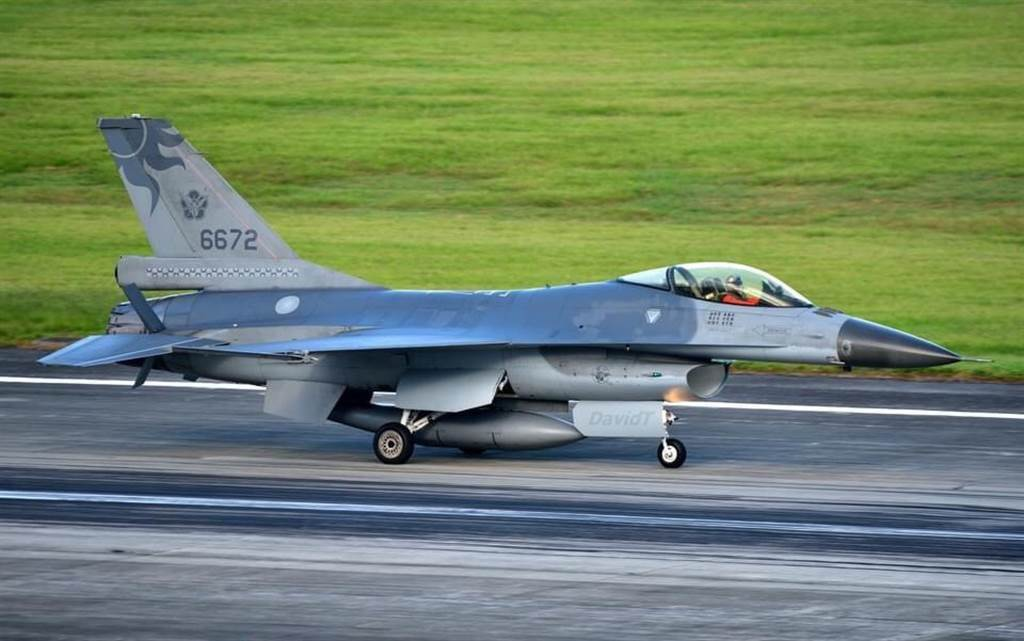 F-16戰機。(圖/曾姓航迷提供)