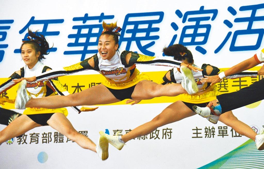 台東大學競技啦啦隊沉寂4、5年後重整旗鼓,展現青春活力。(莊哲權攝)