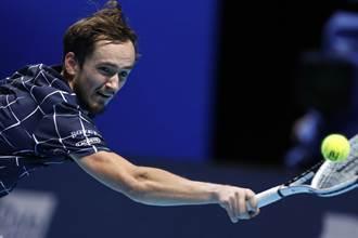 ATP年終賽》痛宰球王喬帥 麥維德夫2連勝晉級