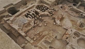 新疆天山北麓發現唐代高昌國大型公共浴場遺址