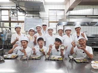 浩翔煮營養午餐 被國小生打槍「算了吧」