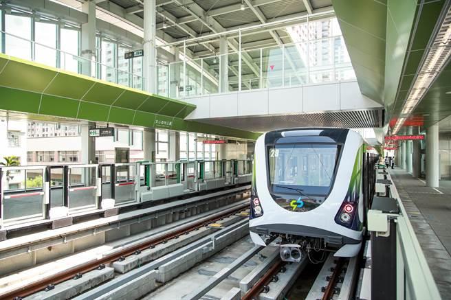 台中捷運綠線全長16.71公里,共18站,沿線周邊多達100個景點,改變台中人搭乘大眾運輸的習慣。(盧金足攝)