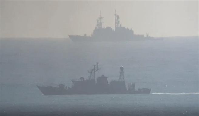 民眾直擊軍方於太平洋上搜救的現場畫面。(圖/民眾元將提供)