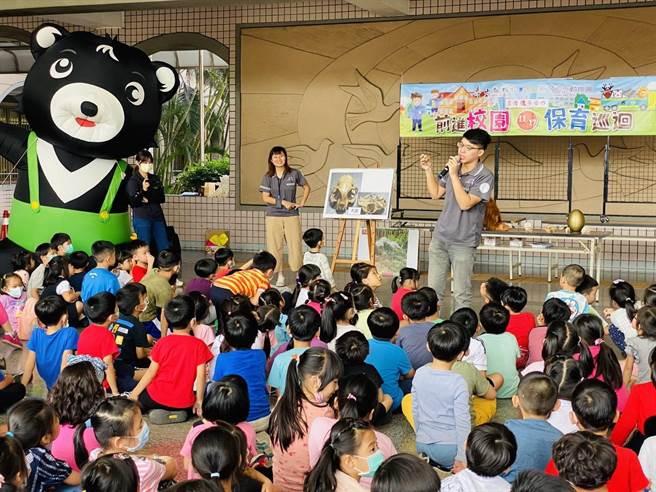高雄市壽山動物園與新竹市立動物園雙方攜手舉辦『動物保育巡迴系列活動』。(柯宗緯翻攝)