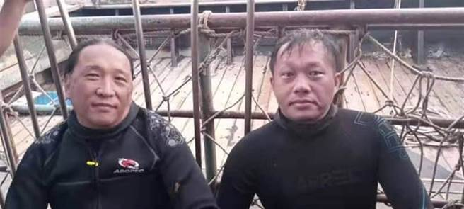國海院研究助理及同行人員被救上岸。(國海院提供/柯宗緯高雄傳真)