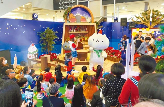 Global Mall新北中和店打造獨家「反應過激的貓」的獨一無二飄雪森林耶誕貓村,更將於12月舉行人偶見面會。(Global Mall提供)