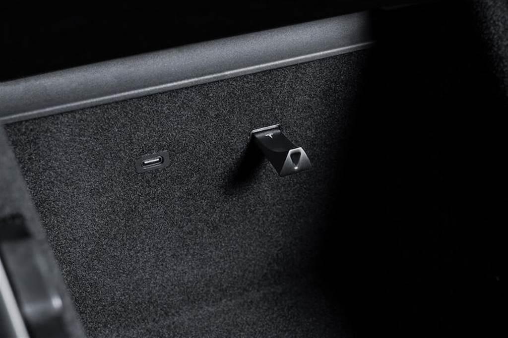 特斯拉商店推出官方版 128GB 隨身碟:售價 1 千元,專為哨兵與行車紀錄器影片而生