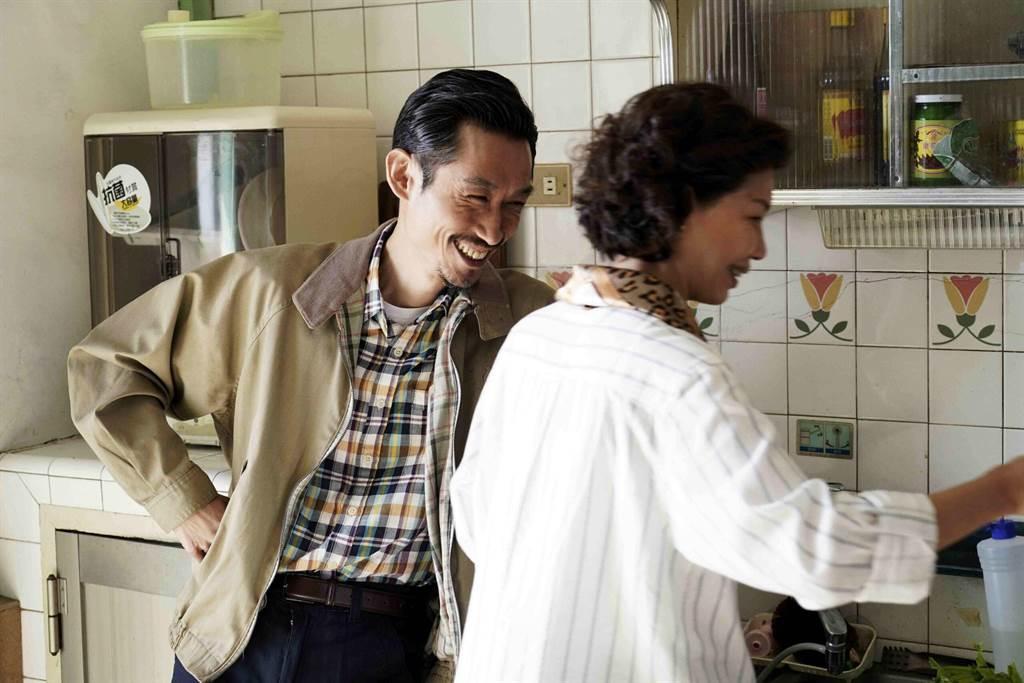 陳竹昇與于子育在《俗女養成記》中飾演一對夫妻檔,默契十足。(公視提供)