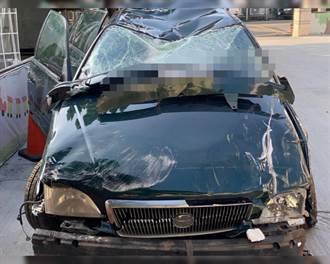 19岁大学生驾车坠20米深谷 车全毁人奇蹟似轻伤