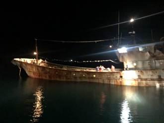 大陸漁船包藏百噸油料挾豬肉 越界入侵我海域