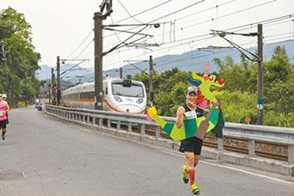 台鐵中斷 新北鐵道馬接力賽如期舉行!30輛公車輪流接駁