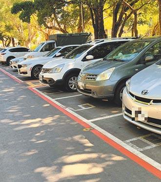 紅線包住停車格 民眾疑能停嗎