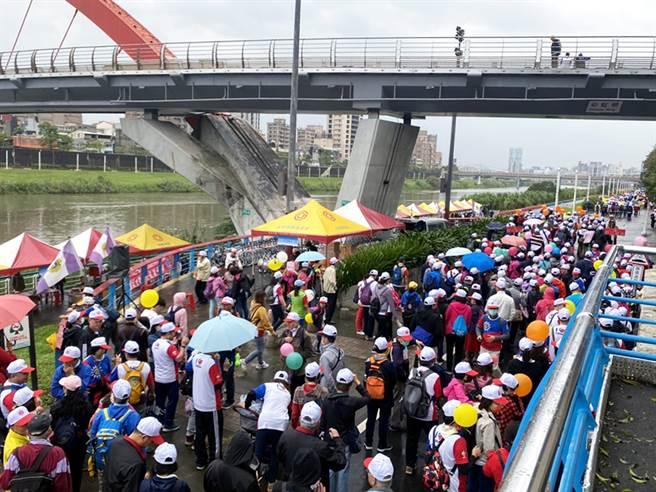 玉成里与永庆房屋合作举办千人健走活动。(图/永庆房屋提供)
