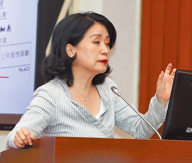 立委李貴敏18日在立法院司法及法制委員會質詢關切調查局航基站遺失安毒案。(劉宗龍攝)