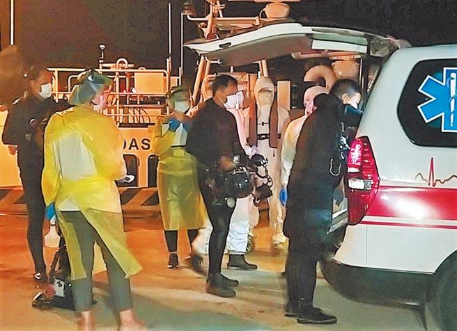 國家海洋研究中心4員安全返抵馬公港,隨即送往居家檢疫。(陳可文攝)