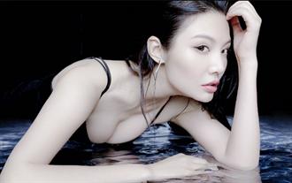 美胸女星黑色緊身透視衣展性感 網友讚太狂野