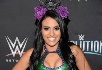 敢直播就砍!WWE開除女選手Zelina Vega