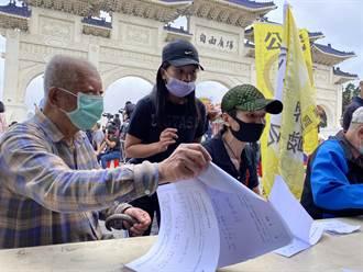 上千民眾挺中天 自由廣場連署「廢除萊豬牛進口」