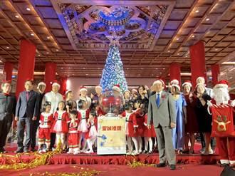 飯店「銀白世界」耶誕樹點燈!燈光秀、音樂祭浪漫開跑到年底