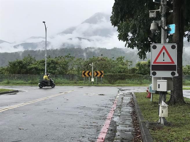 國立東學校園占地廣,校區交通事故不段,校方決定設置測速照相功能。(王志偉攝)