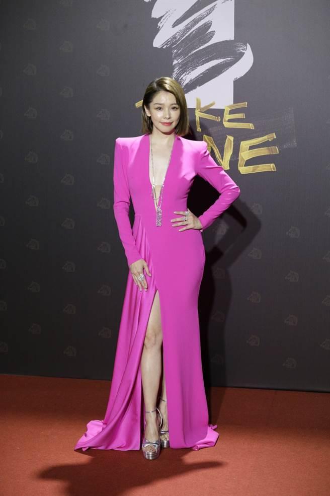 徐若瑄禮服和高跟鞋的搭配展現十足的自信。(廖映翔攝)