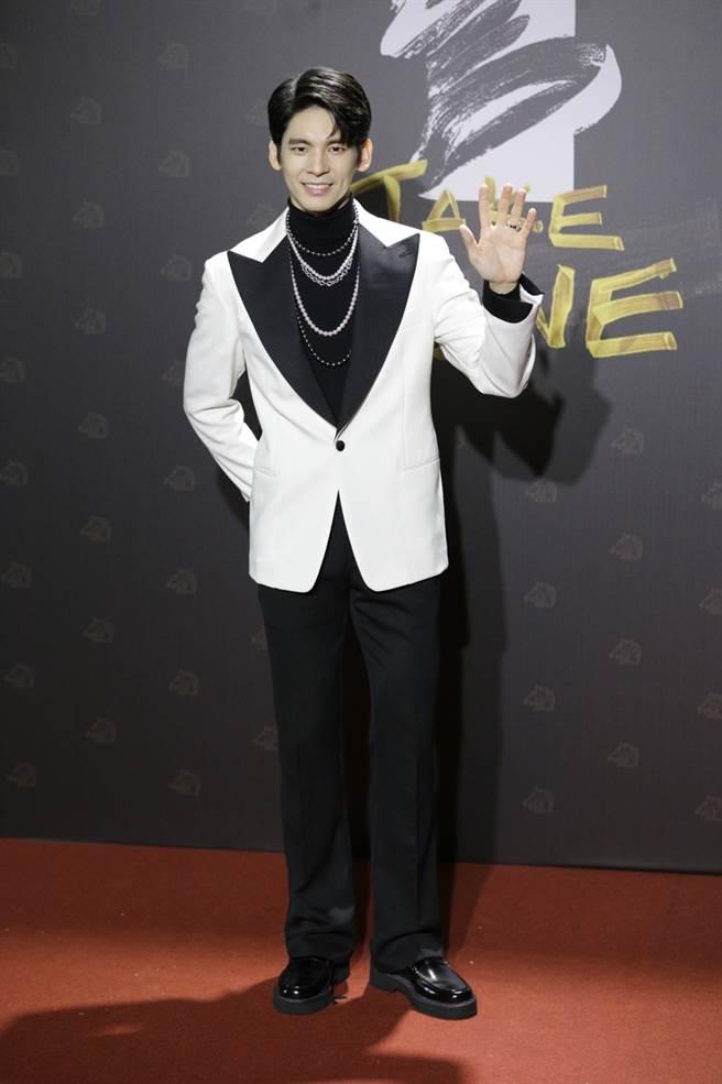 林柏宏的西裝襯托出他陽光、富創意的帥氣形象。(廖映翔攝)