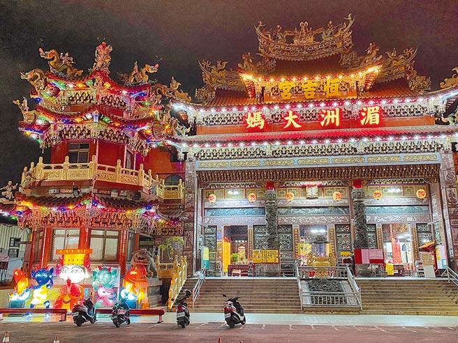 21日是埔里鎮恒吉宮媽祖廟史上頭一遭,邀請大甲鎮瀾宮媽祖進入市區內遶境,和民眾一起熱鬧祈福。(黃立杰攝)