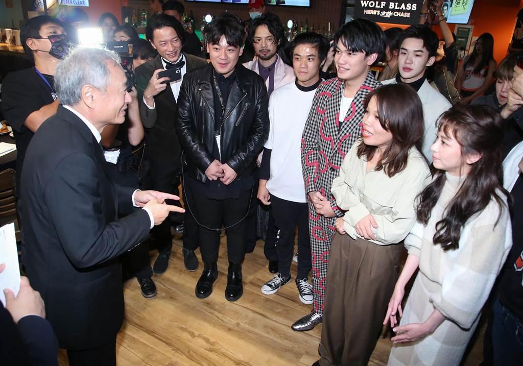 李安导演亲临《无声》金马奖庆功宴。(陈俊吉摄)