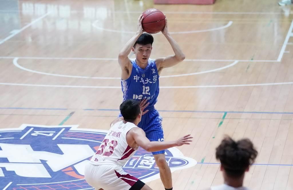 中學大一菜鳥王承郅22日拿下全隊最高18分。(大專體總提供)