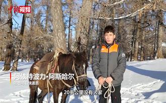 新疆道路結冰 外送員「騎馬」送包裹