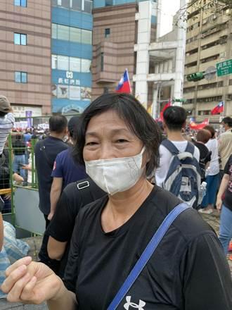 秋鬥上街抗議萊豬 民眾怒吼:執政黨不該兩套標準