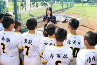 重光盃》校長與自然老師隨隊 文昌國小打球兼顧課業