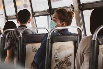 公車後方飄詭異濃臭味 妹一回頭被超噁景象嚇傻