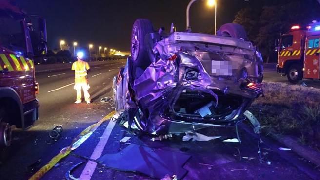 國道1號166K南下今天凌晨發生重大車禍,造成4死2傷。(台中市消防局提供/陳淑娥台中傳真)