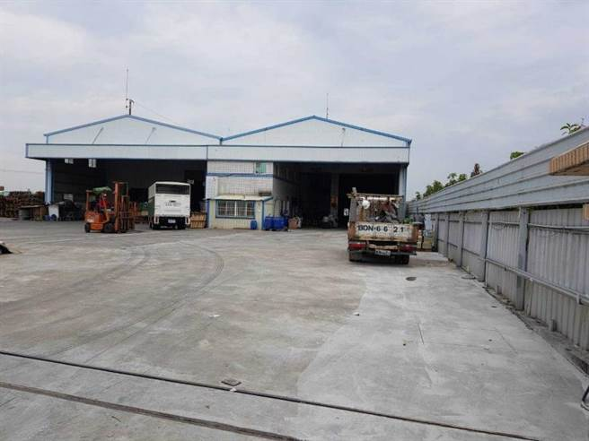 工厂老板李荣坤投资改建前厂房的外观。(图╱读者提供)