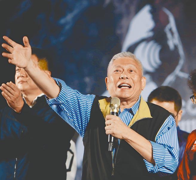 「反關台,讓人民站出來 挺中天,支持言論自由到底」戶外開講活動21日在台北自由廣場登場,旺旺集團董事長蔡衍明在致詞時火力全開,強烈表達捍衛新聞自由的決心。(季志翔攝)