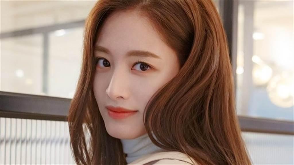 金栽經公開代言形象照,火辣又健美的身材吸引粉絲的目光。(圖/IG@_kimjaekyung_)