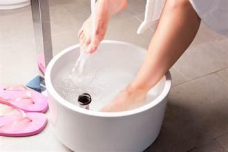 手腳冰冷、咳不停?泡腳加個小東西 暖身效果倍增