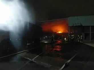 嘉義木棧板工廠半夜火警 幸無人傷亡
