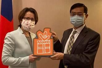 經濟部次長訪美 蕭美琴創意回禮網笑死:超適合
