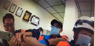 台南女公司持刀欲輕生 警消奪刀送醫